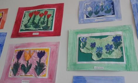 Jag började med att fotografera de här teckningarna som fanns inne på väggen i caféet.