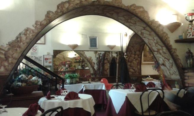 En familjär liten restaurang som hette något med Grotto :-) Visar senare en bild från en fin vägg jag fotograferade här.