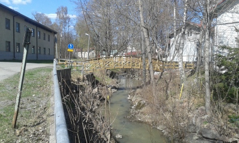 En fin bro över Lovisaån. Tror att den är ny, men är inte helt säker.