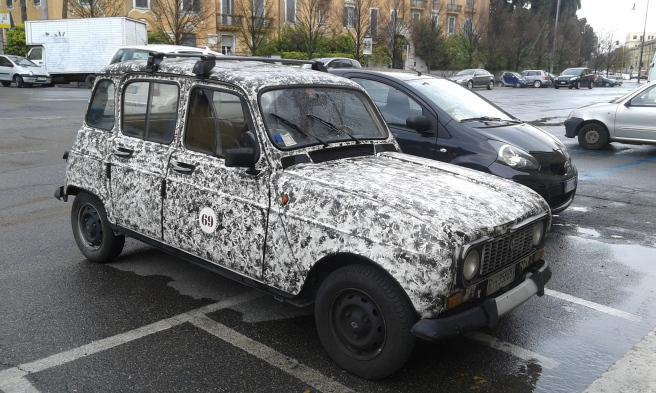 En snygg bil parkerad vid Viale Castro Pretorio. Den bara väntade på att bli fotograferad :-)