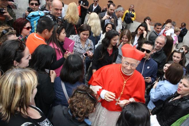 Inte riktige påven men han välsignade alla som ville ha hans beröring. Via de Porta Angelica, strax intill Petersplatsen.
