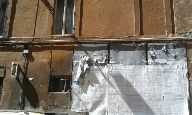 Affischerna på väggen berättar att EU-valet stundar.