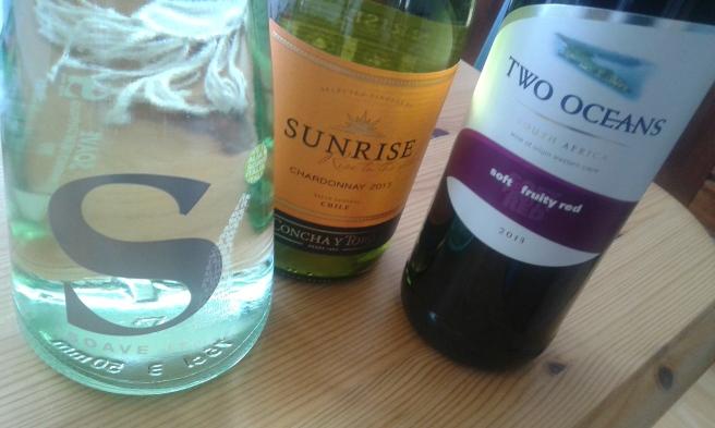 Vinflaskor av Hanna, Merja och Kitte.