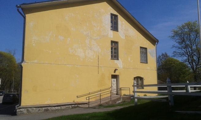 Den heliga jungfru Maria Kazanskajas kyrka finns i andra våningen av en 1700-tals kasernbyggnad.