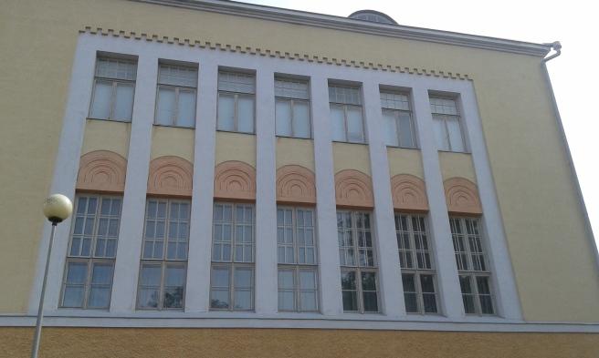 Lovisa Gymnasiums fönster mot väst.