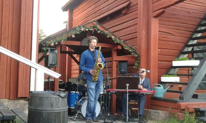 Jazz i sommarkvällen vid Café Saltbodan på Skeppsbron.