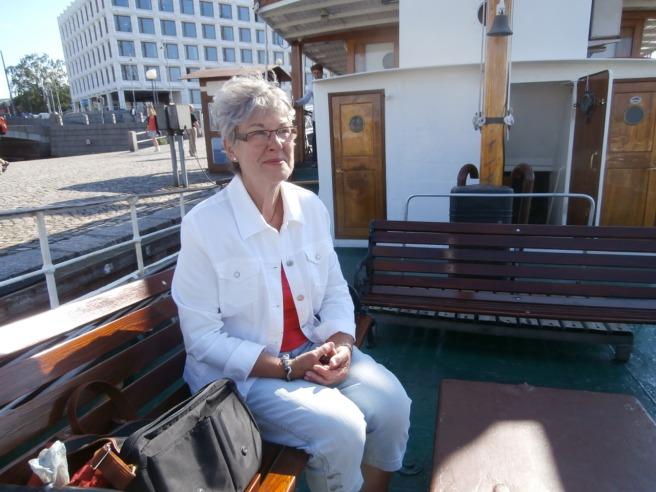 Ressällskapet, FasterAster även kallad. Båten ska snart avgå.
