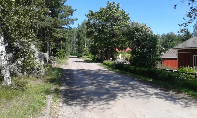 Nästan alla vägar från skogen leder ner till Kretsgången. Här leder vägen norrut, in mot stan om man vill se det så.