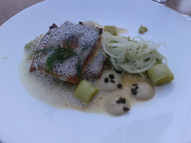 På restaurang Sinne åt vi en delikat fiskrätt som hade fått ortsnamnet Pellinge. Fänkål gav extra god smak åt portionen.