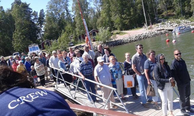 När vi kom till hamnen i Pellinge väntade ett stort gäng på att få komma ombord.