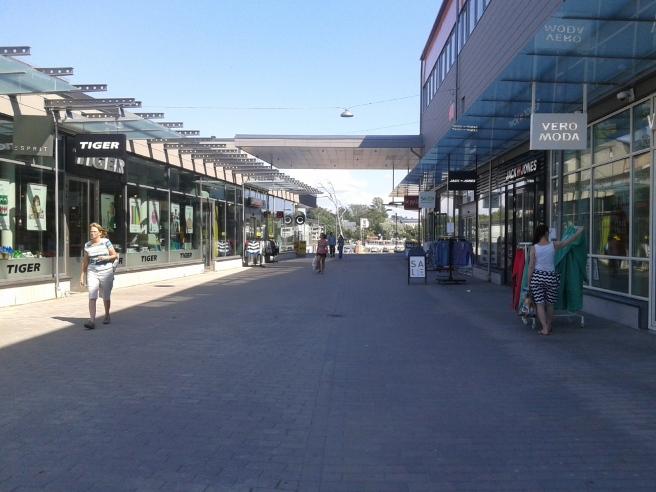 Tyvärr väldigt få shoppare i farten i affärerna som ligger granne med Konstfabriken.