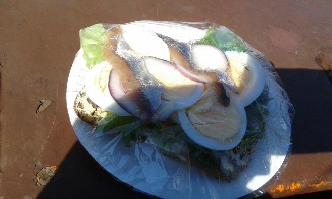 På havet blir man hungrig. På J.L. Runeberg får man fantastiska ägg- och ansjovismackor!