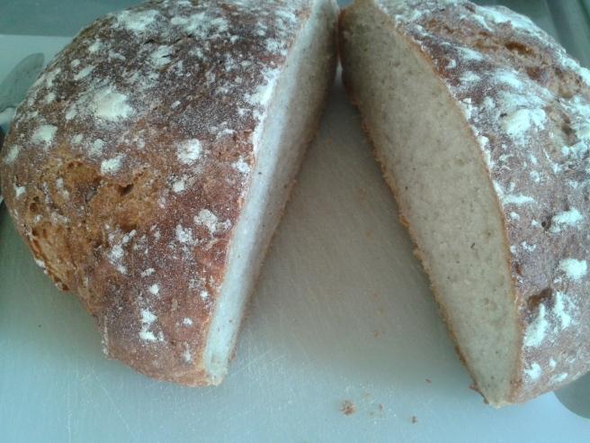 Man måste inte börja skära ett bröd från någon av de så kallade ändorna.
