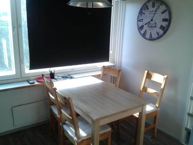 Bordet och stolarna från köket kanske åker iväg redan i dag.