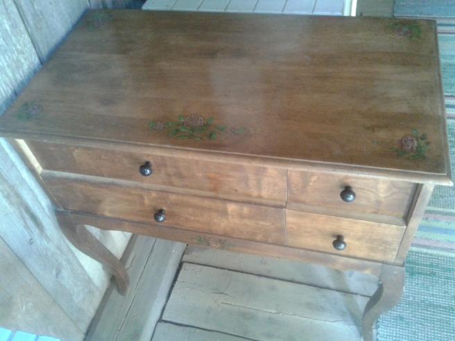 Loppisfyndet. En liten byrå, eller finns det något bättre namn för möbeln?