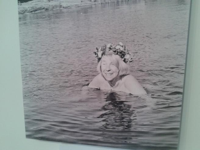 En av de många fina bilder som illustrerar Tove Janssons liv.