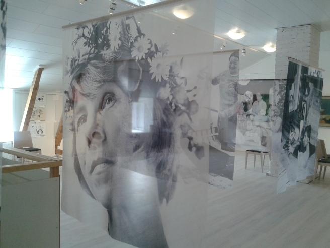 De som byggt upp utställningen på Almska Gården har gjort ett verkligt strongt jobb.