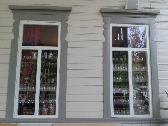 Fönster och glas betyder väl fönsterglas :-)
