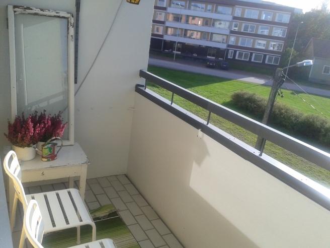 Lagom varmt på balkongen så här års. Antar att det är stekhett på sommaren :-)