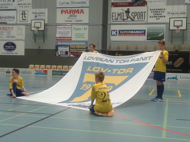Så här ser det ut innan  spelarna springer in på planen och Lovisa Tors hemmamatcher börjar .