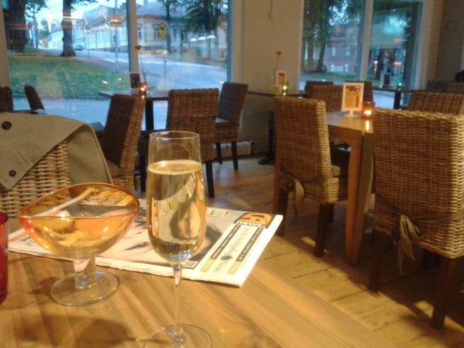 Efter jobbet på fredag kväll gick en kollega och jag till Hotel Degerbys bar.