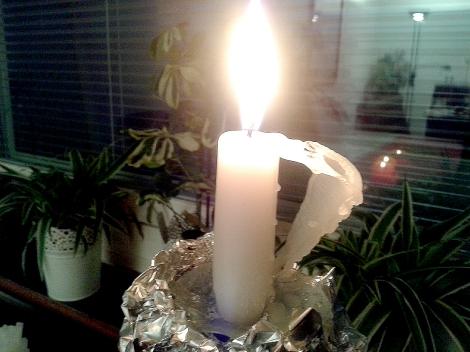 Så vackert, men vi ska vara försiktiga med våra levande ljus.