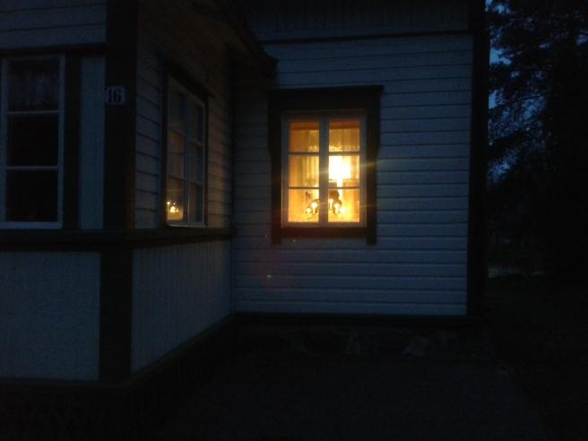 Kvällsbelysning på sommarstället.