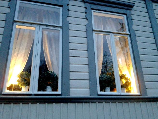 Två av restaurang Kapellets fönster.