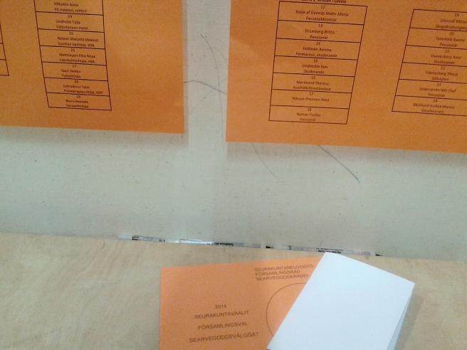 Tur att församlingsvalet hade ett pop-up bås i anslutning till Systembolaget och mataffären :-) Så fick jag det gjort, röstat alltså!