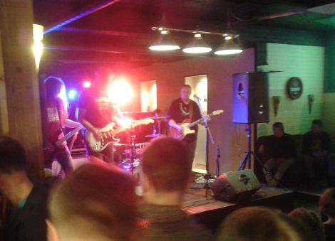 Tredje bandet i tur att uppträda på Zilton och då var kvällen ännu ung.