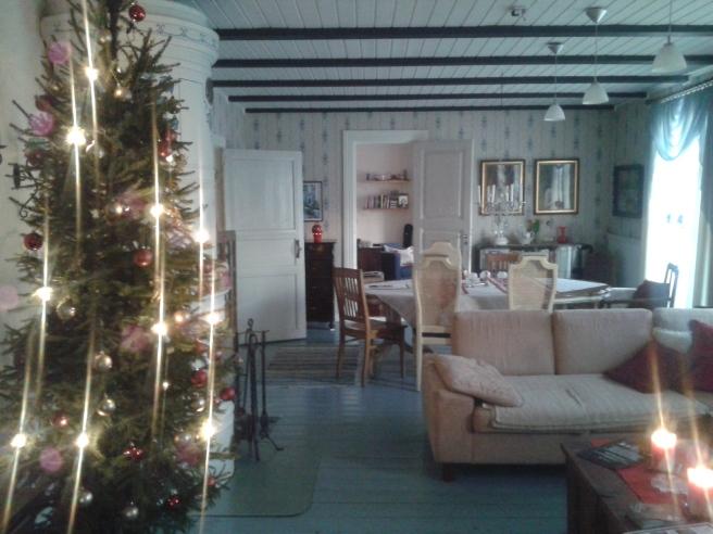 Vardagsrummet i julhemmet Helgas.