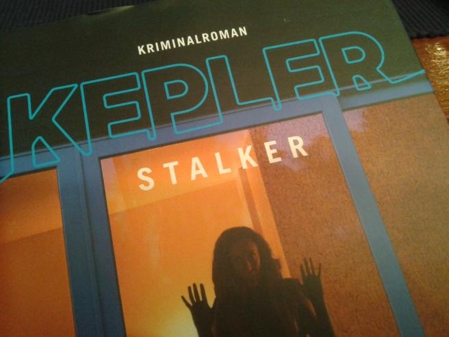 Som jag väntat på att få den här boken i min hand. Nu hade jag den med mig hem från Sverigeresan.