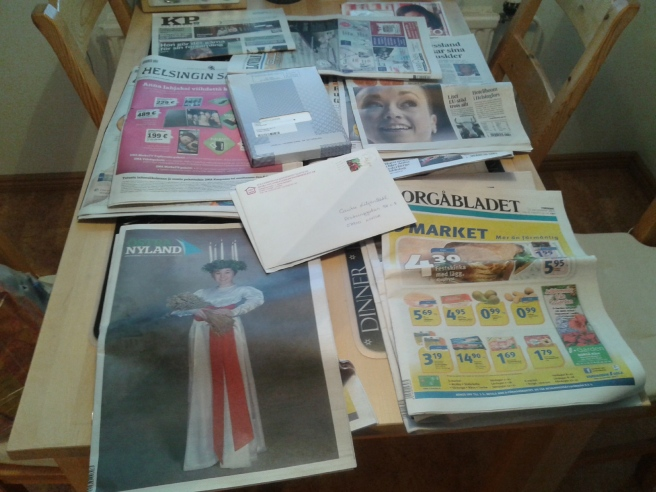 En massa tidningar väntar på att bli lästa... tror jag skummar genom de flesta, förutom de riktigt lokala då :-)