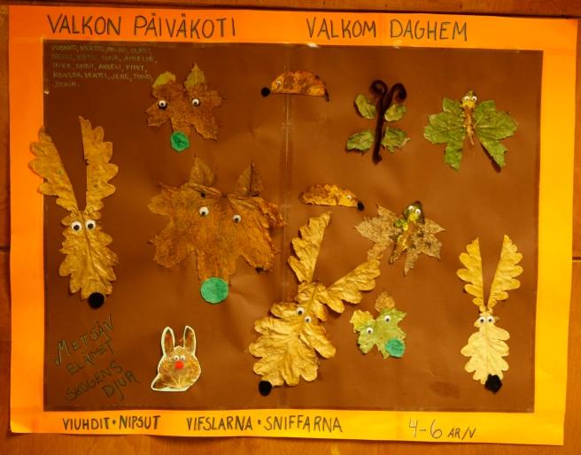 Naturen har inspirerat dagisbarnen. Löv har förvandlats till glada älgar!