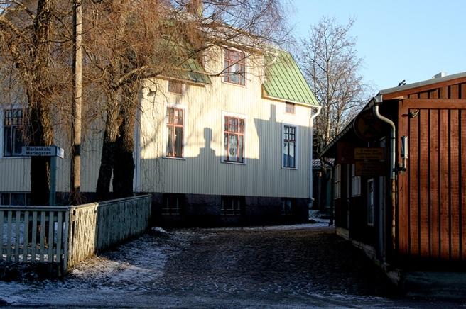 En av gatorna som för oss in till de äldsta stadsdelarna i Lovisa.