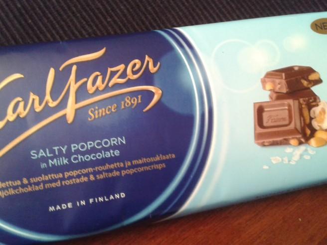 Hur kunde han veta att jag gillar Fazers blå och dessutom choklad med salt i - det har jag aldrig sagt till honom.
