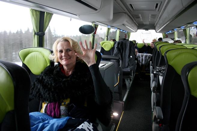 Vi var tolv hängivna fans och två förare så vi hade gått om plats i bussen. Vilket behövs då man har packning med sig och gärna vill sträcka på benen och sova på hemvägen.