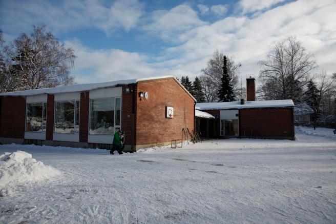 En fin liten byskola i Kapellby, Lappträsk.
