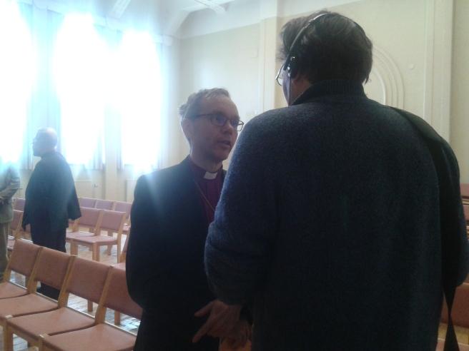 Radio Vega Östnyland intervjuar.