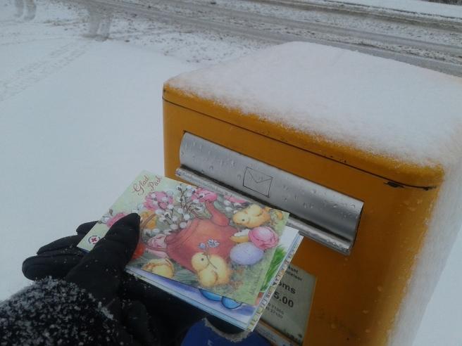 Påskkorten lades i brevlådan i morse.