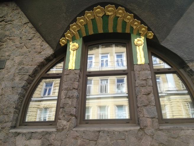 Många fina fönster i ett speciellt fönster.