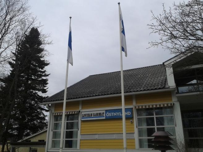 Flaggan i topp för riksdagsvalet, och två skyltar på köpet :-)