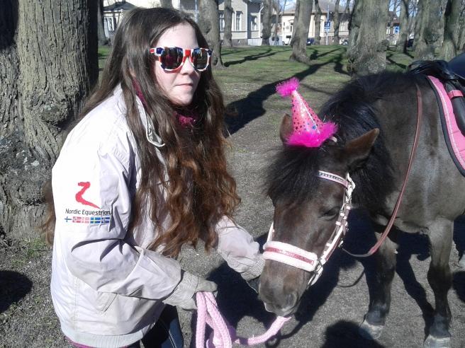 Den här hästen får väl vem som helst på glatt valborgshumör?