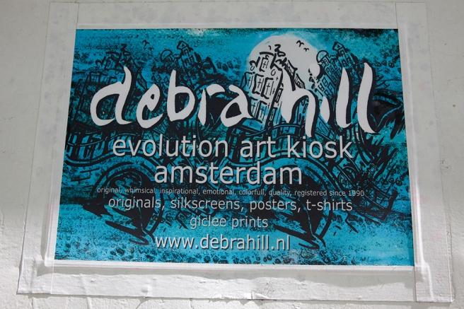 En skylt som presenterar en kiosk med konst i Amsterdam.