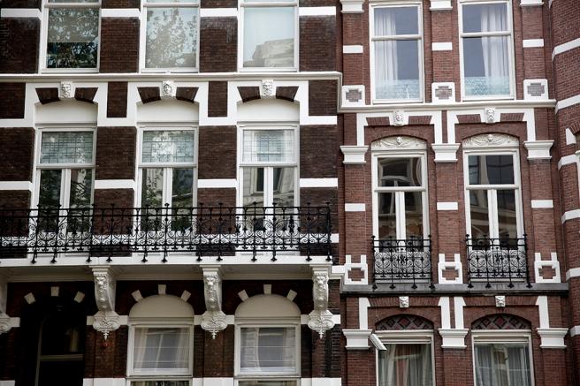 Det fanns många otroligt vackra fönster och balkonger i Amsterdam.