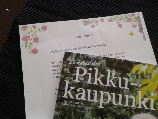 Inbjudan till studentfest och tidningen Småstad.