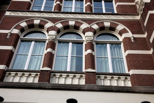 Några fönster i centrala Amsterdam.