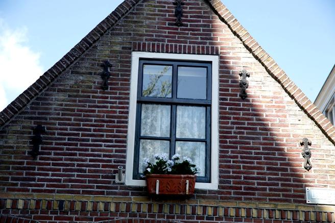 I fiskebyn Volendam utanför Amsterdam fanns massor av fina fönster, här är ett av dem.