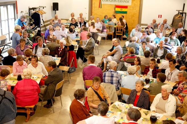 Kring 120 personer kom på välgörenhetsfesten i Österstjernans hall.