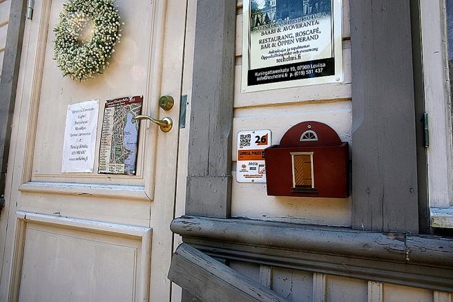 En dörr invid en dörr på sommarrestaurang Kapellet.